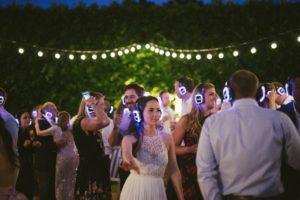 Silent disco DJ op tuinfeest bruiloft of ander feest